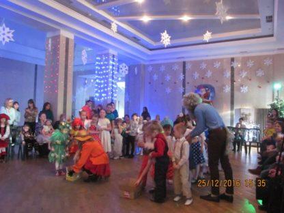 Новогодний утренник для детей в Абазинском ДК.